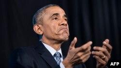 В последние полгода Барак Обама стал меньше пользоваться своим BlackBerry