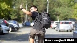 Молодой человек на велосипеде. Иллюстративное фото.