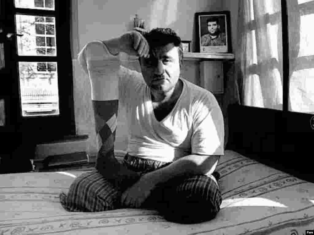 سال ها پس از جنگ هشت ساله ایران وعراق، آثارباقیمانده آن را می توان در جای جای ایران پیدا کرد.مجروح جنگی به پای مصنوعی اش تکیه داده...