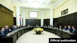 Armenia - A cabinet meeting in Yerevan, 30Jan2015.