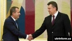 Віктор Янукович (праворуч) та Андрій Клюєв. Архівне фото