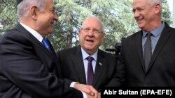 Benjamin Netanyahu (stânga), Reuven Rivlin (centru) și Benny Gantz (dreapta)