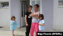 Romi iz takozvanog Mikronaselja, Severna Mitrovica, april 2016.