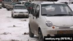 Daewoo көліктері. Алматы, 24 ақпан 2014 жыл. Көрнекі сурет.