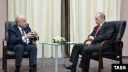 Владимир Путин во время встречи с главой ФИФА Йозефом Блаттером