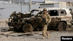 Pamje pas një sulmi të mëparshëm me bombë në Kabul