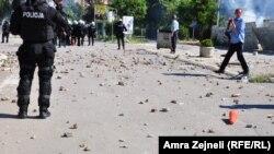 Pamje nga Mitrovica, gjatë protestës së sotme, 22 qershor 2014