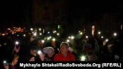 Жители Одессы у здания колледжа требуют расследовать причины пожара и гибели людей. 7 декабря 2019 г.