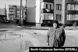 Магидат Рамалданова на месте похищения сына в Каспийске