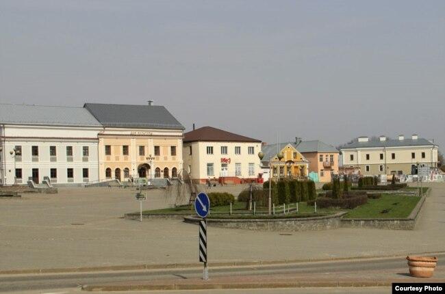 Цэнтральнай плошча Леніна ў Наваградку, від з вуліцы Савецкай