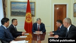 Президент А. Атамбаев фракция лидерлери менен.