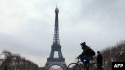 Участок земли в центре Парижа располагается на набережной Бранли между Эйфелевой башней и дворцом Инвалидов