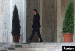Victor Ponta părăsind astă seară Palatul Victoria după demisie