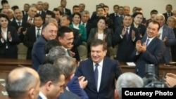 Шавкат Мирзияев на встрече с членами УзЛиДеП до своего избрания президентом. Фото: Твиттер.