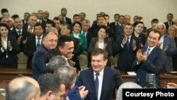 Шавкат Мирзияев на встрече с избирателями. Фото: Твиттер УзЛиДеП.