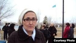 Мұнайшыларды қолдауға келген Нұрсұлу Отарбаева Жаңаөзен қаласы, 15 наурыз 2010 жыл