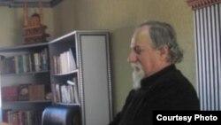 Отец Благоја Спировски.