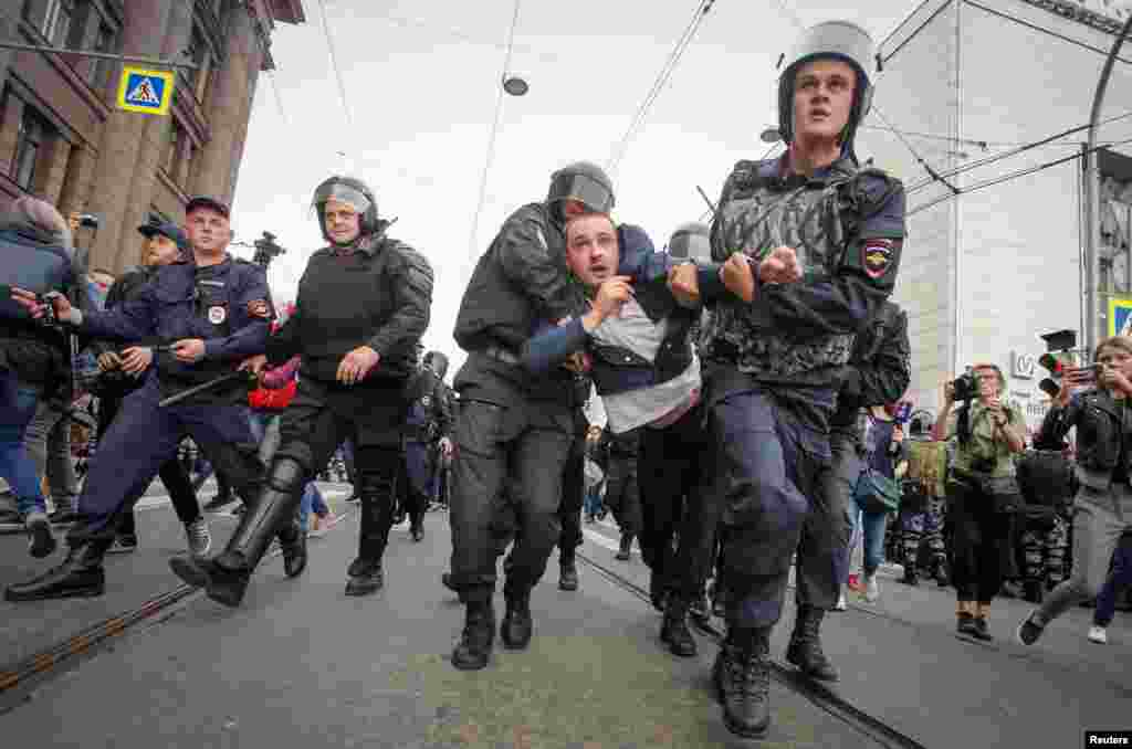 Police charging through protest lines in St. Petersburg.