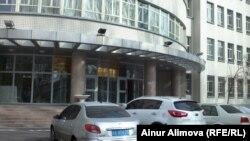Шыңжан медицина университетінің оқу ғимараты. Үрімжі, ақпан, 2013 жыл.