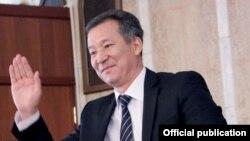 Бакыт Аманбаев акыйкатчылыкка шайлангандан кийин. Жогорку Кеңеш, 3-октябрь, 2013