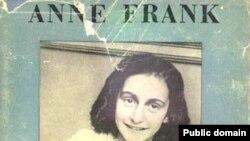 «Дневник Анны Франк» переведен на десятки языков мира. Общий тираж книги превышает 75 миллионов экземпляров
