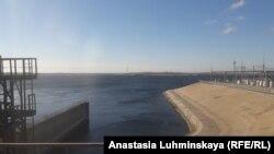 Плотина ГЭС на Волге в Балакове, где полицейские обещали утопить Ивана