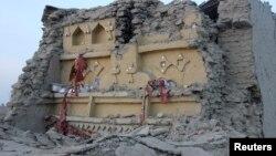 Պակիստան - Երկրաշարժի հետևանքով փլատակների վերածված շինություն Բալուջիստան նահանգի Ավարան բնակավայրում, 25-ը սեպտեմբերի, 2013թ․