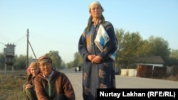 Оралман әйелдер. Алматы облысы, 17 қараша 2011 жыл. (Көрнекі сурет)