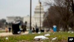 Коли закривається уряд, нікому вивозити сміття навіть у столиці Вашингтоні 25 грудня 2018 року
