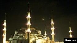 Голубая мечеть на пощади Султанахмет (Стамбул)