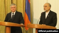 Iran - Foreign Minister Ali Akbar Salehi (R) and his Armenian counterpart Edward Nalbandian at a news conference in Tehran, 29Apr2012.