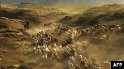 Шыңжаңдағы қазақтар Алтайдағы жайлауға мал айдап барады. 2 маусым 2012 жыл. (Көрнекі сурет)