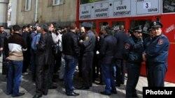 Обыски в центральном офисе «Учредительного парламента» в Ереване, 7 апреля 2015 г.