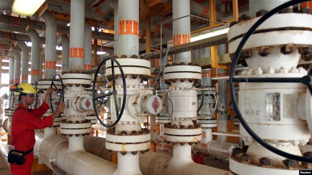 تأسیسات میدان نفتی سروش در خلیج فارس