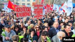 Sa protesta u Novom Sadu, 12. april 2013.