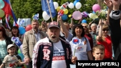 Праздничное шествие 1 мая в Симферополе, архивное фото