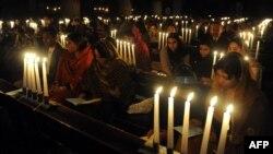 Пакистански христијани на божиќна молитва во 2010 година.