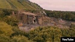 """""""Noy"""" filmining Nuh payg'ambar kemasi qurilishi aks etgan sahnasidan bir ko'rinish."""
