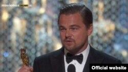 "Леонардо Ди Каприо ""Оскар"" жүлдесін иеленіп тұрған сәт. Лос-Анжелес, АҚШ, 29 ақпан 2016 жыл."