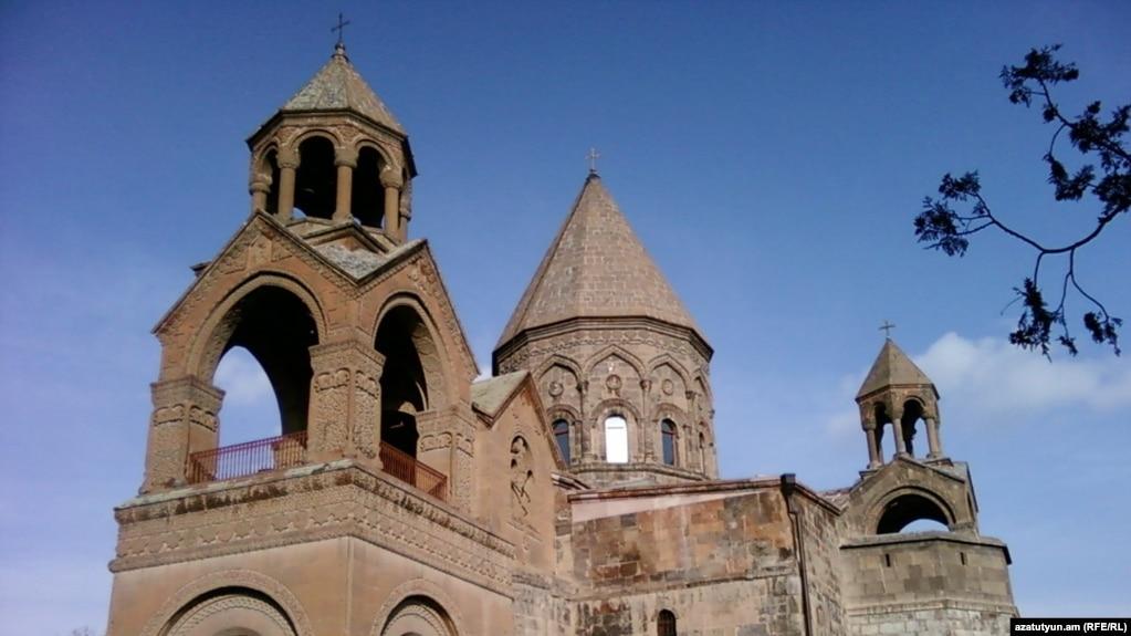 Армянская Церковь подарит квартиры 10 семьям, пострадавшим в результате землетрясения 1988 года