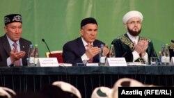 Татарстан авыл хуҗалыгы министры Марат Әхмәтов (сулда), Рөстәм Миңнеханов (уртада) һәм Камил Сәмигуллин