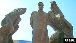 Пам'ятник Каменяреві в Івано-Франківську