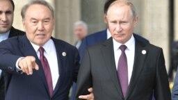 Нурсултан Назарбаев (слева) в бытность президентом Казахстана и президент России Владимир Путин на Каспийском саммите в Актау. 12 августа 2018 года.