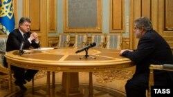 Ուկրաինայի նախագահ Պետրո Պորոշենկոյի հանդիպումը Դնեպրոպետրովսկի նահանգապետ Իգոր Կոլոմոյսկու հետ, 25-ը մարտի, 2015թ.