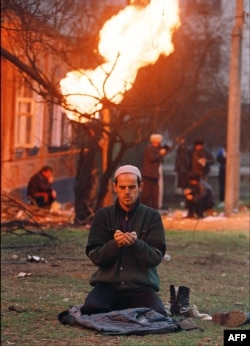 Молитва во время войны. Чечня, 1995