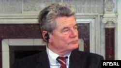 Бывших помощников режима ГДР набирал на работу Йоахим Гаук, известный в прошлом в ГДР священник и оппозиционер