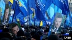 Յանուկովիչի կողմնակիցների ցույցը Եվրոպական հրապարակում, Կիև, 14-ը դեկտեմբերի, 2013թ.