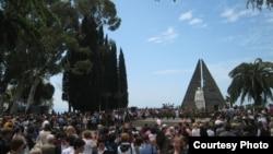 Торжества прошли во всех регионах Абхазии. У множества людей, которые участвовали в этих торжествах в Абхазии, на груди были приколоты георгиевские ленточки