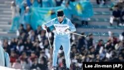 Казахстанский паралимпиец Александр Колядин на соревнованиях по лыжным гонкам. Пхёнчхан, 14 марта 2018 года.
