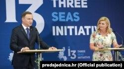 Президент Хорватії Колінда Ґрабар-Кітарович та президент Польщі Анджей Дуда під час презентації «Ініціативи трьох морів». Заґреб, Хорватія, 2015 рік